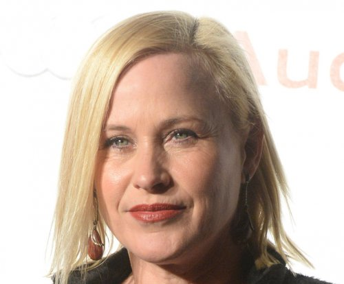 Patricia Arquette supports Bruce Jenner's gender transition