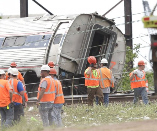 Amtrak agrees to consolidate lawsuits over derailment that killed 8