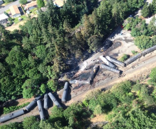 Oil sheen detected in Columbia River after Oregon train derailment