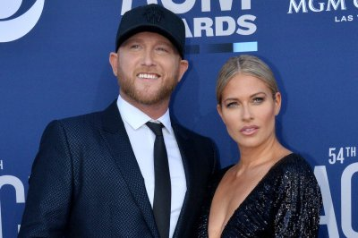 Cole Swindell, Barbie Blank split 3 months after public debut