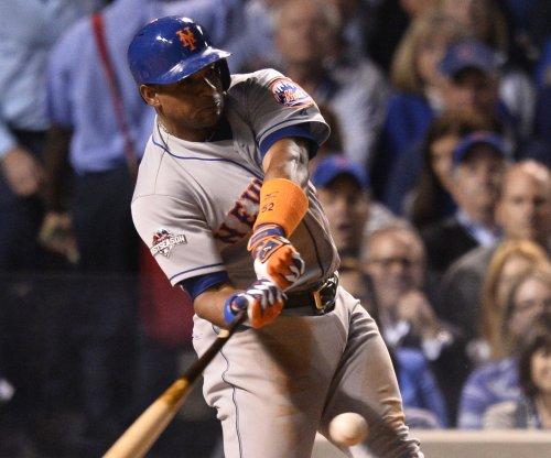 New York Mets' Yoenis Cespedes leaves due to shoulder soreness