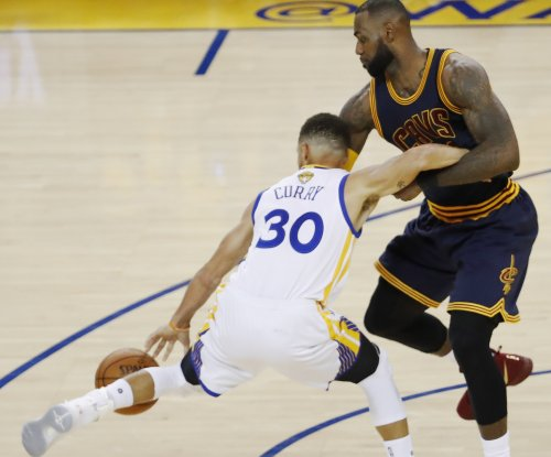 LeBron James embarrassed on defense by Steph Curry, Kevin Durant