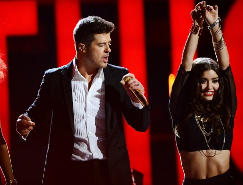 Robin Thicke's 'Blurred Lines' tops record chart for seventh week