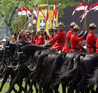 Mounties watchdog wants less Taser use