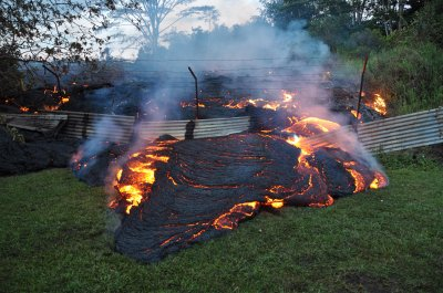 Lava flow continues to advance in Hawaii