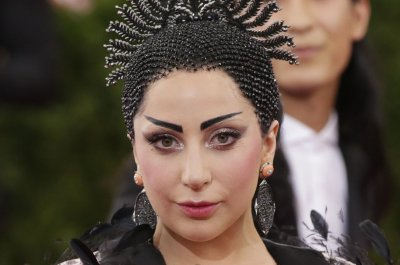 Lady Gaga to have love triangle on 'American Horror Story'