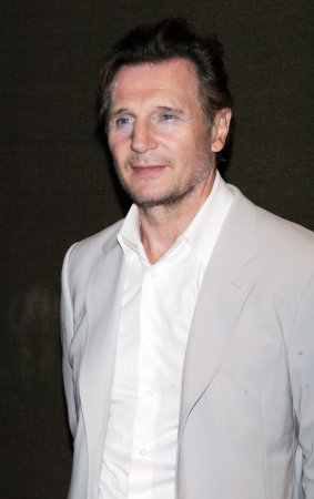 Neeson raises $400K for Belfast theater