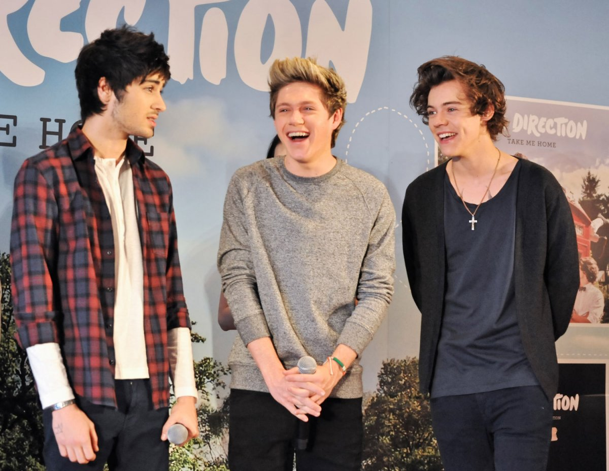 Niall Horan posts video of Harry Styles running in tiny ...