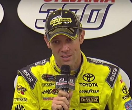 Matt Kenseth wins race, advances in Chase