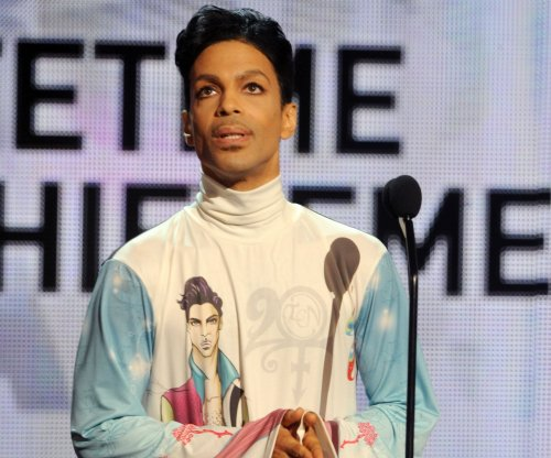 Prince announces new piano and microphone only tour
