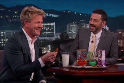 Gordon Ramsay tries Girl Scout cookies on 'Jimmy Kimmel Live'