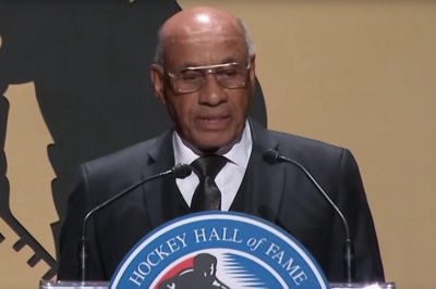 NHL's first black player inducted into Hall of Fame