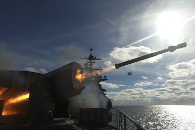 USS Abraham Lincoln completes complex live-fire exercise