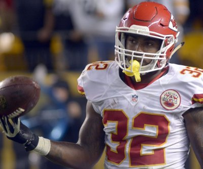 Kansas City Chiefs re-sign running back Spencer Ware