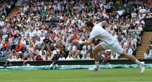 Murray rolls through Wimbledon first round