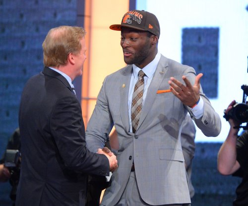 Cleveland Browns trade 2013 No. 6 draft pick to New England Patriots