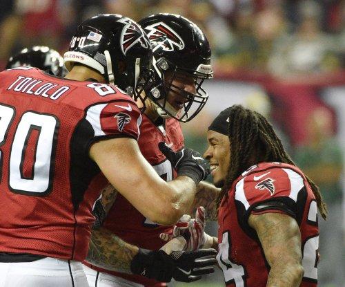 Atlanta Falcons pool report: Alex Mack's leg a concern
