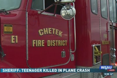Wisconsin teen killed after small plane crashes into river