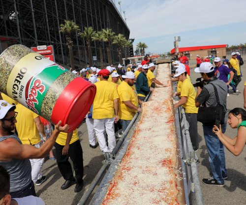 California chefs cook world record 6,300-foot pizza