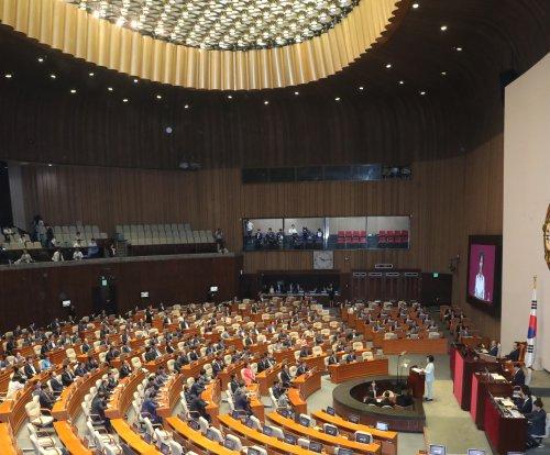 South Korean politicians bicker over 'pro-North Korea' policy, U.S. trade relations