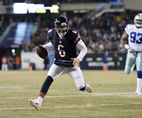 Chicago Bears to start Jimmy Clausen over Jay Cutler