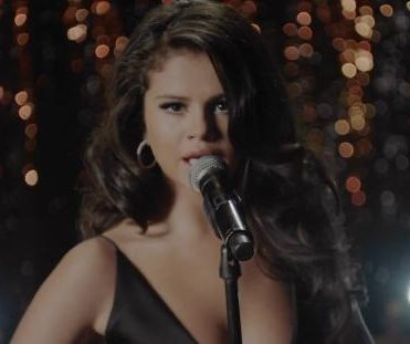 Selena Gomez debuts sultry 'Same Old Love' music video