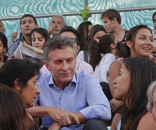 Macri narrowly wins Argentina's presidential election
