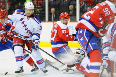 Derek Stepan, New York Rangers win in Washington without Henrik Lundqvist