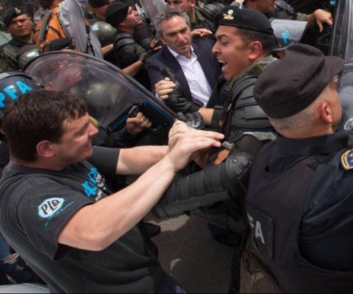 Argentine police clash with Kirchner supporters after court appearance
