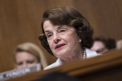 Feinstein: Senate probe could lead to obstruction case against Trump