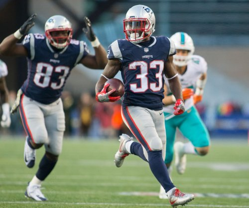 Tennessee Titans expected to sign former Patriots RB Dion Lewis, G Josh Kline