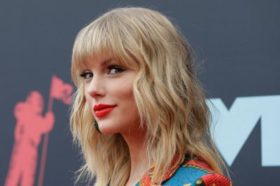 Taylor Swift gifts Katy Perry a blanket for newborn Daisy