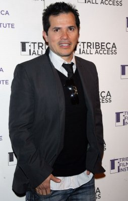 Leguizamo to host poetry-reading contest