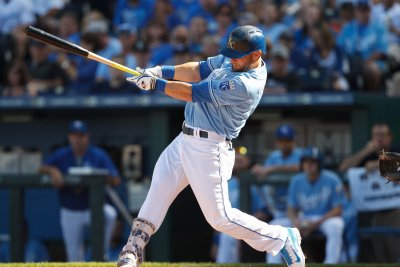 Banged-up Kansas City Royals top Chicago White Sox 6-4