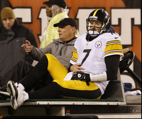 Ben Roethlisberger injures shoulder