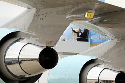 Obama arrives in Cuba, begins historic trip