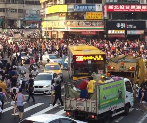 Hundreds of 'Pokemon Go' players stampede through Taiwan street for rare monster