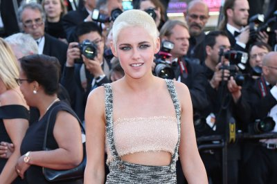 Kristen Stewart says she's 'definitely' open to dating men again