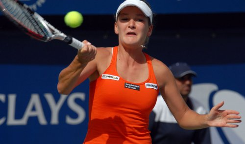 Dushevina moves ahead in Sweden