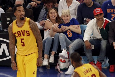 Cleveland Cavaliers' Tyronn Lue calls J.R. Smith's defensive lapse 'embarrassing'