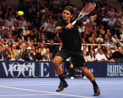 Federer, Davydenko advance