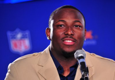 Eagles sign McCoy for five more years