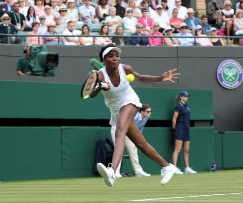 Venus Williams reaches fourth round at Wimbledon