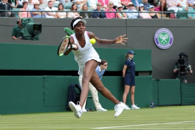 Venus Williams reaches fourth round at Wimbledon