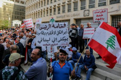 Lebanese banks reopen after workers suspend austerity strike