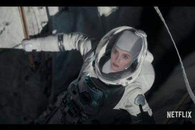 'The Midnight Sky' trailer shows Felicity Jones journey home to Earth