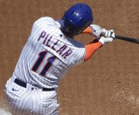 Mets' Kevin Pillar breaks nose from 94-mph fastball to face