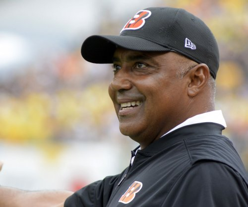 Marvin Lewis signs two-year contract to remain Cincinnati Bengals head coach