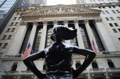 Dow climbs above 34,000 as retail sales jump, unemployment claims fall