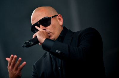 Pitbull to host American Music Awards show in LA
